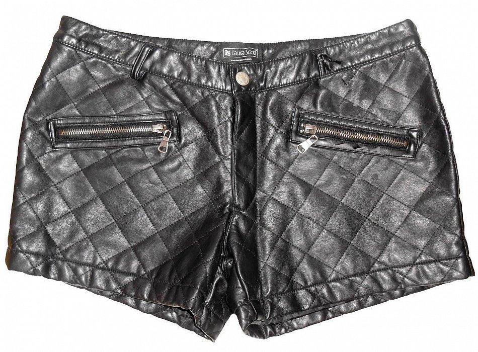 0c9838dc936c Shorts von Laura Scott. Größen   40 42 44 46 stylische Shorts in schwarz  aus weichem , gestepptem Lederimitat Hosenbund mit Jeansknopf und  Reißverschluss