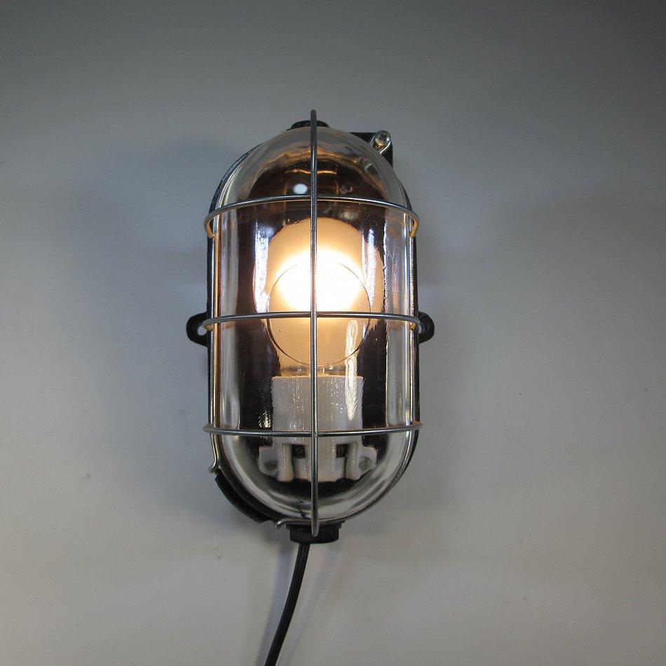 bunkerlampe dachbodenlampe bakelit geh use antik wandlampe industrie design ebay. Black Bedroom Furniture Sets. Home Design Ideas